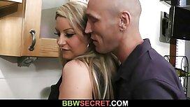 Salope vieille cochonne nue mature baise sa jeune étudiante avec la langue