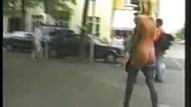 Busty enseignant séduit un jeune étudiant et baise vieille cochonne sexe sur le sol