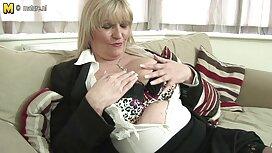Blonde aux seins naturels se vieille cochonne porno masturbe sa chatte