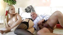 Piscine érotique avec une vieille cochonne russe beauté blonde