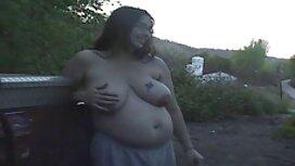 Alexia se réchauffe grâce à la caresse chaude de sa grosse vieille cochonne petite amie