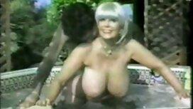 Deux lesbiennes aux gros seins décident vieille cochonne aux gros seins finalement de l'essayer avec un vrai membre masculin pour se réchauffer, lécher leurs chattes et sucer le torse lourd d'un homme musclé