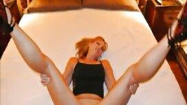 Brunette vieille cochonne se masturbe Sexy a massage érotique