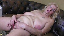 Graisses vieille cochonne en chaleur Brune avec des Seins énormes se masturbe une douce chatte